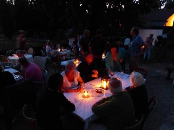 Chateau de prety garden party terrasse nuit 2