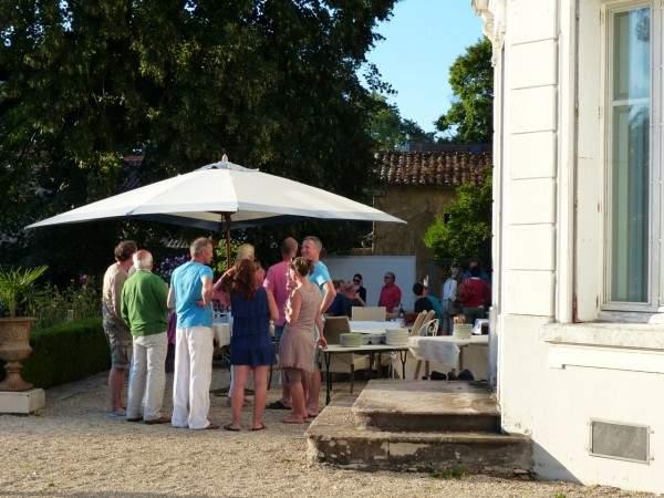 Chateau de prety garden party1