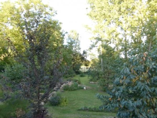 Jardin cache quai georges bardin tournus