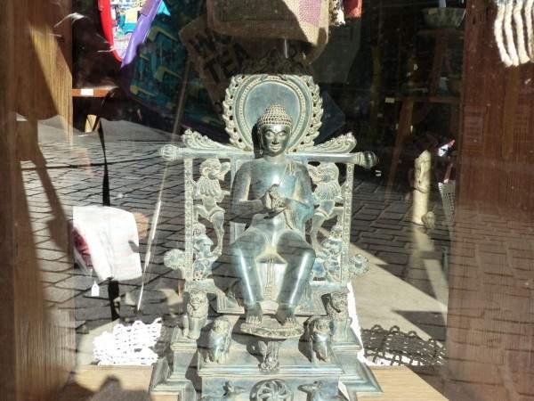 Tournus-13-10-2003-art-orient-sculpture