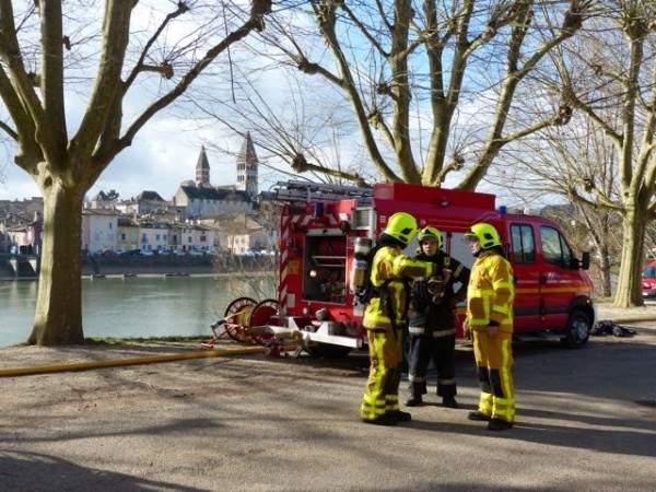 Pompiers avec l'abbaye Tournus discutent sur l'efficacité des manœuvres