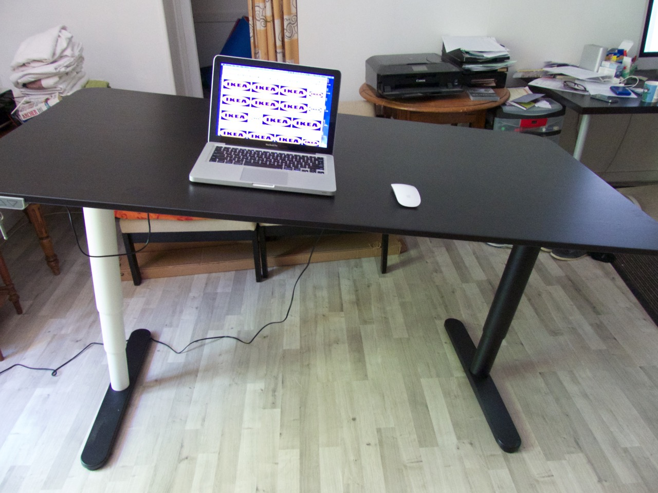 Bureau noir ikea malm desk black brown ikea micke desk for Ikea galant bureau debout hack