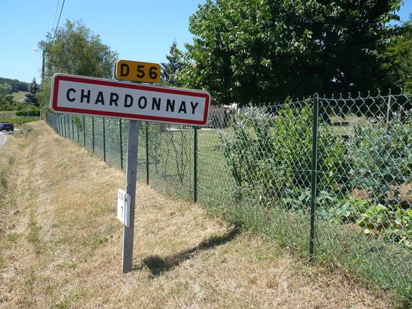 Chardonnay : panneau d'entrée de ville.