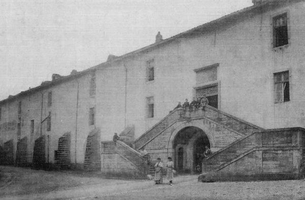 Le palais de justice à la fin du XIXe siècle. (Carte postale d'époque.)