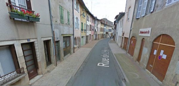 Un grand local vide depuis un moment : Alchimie du Livre, rue de l'hôpital (photo Goggle Street View).